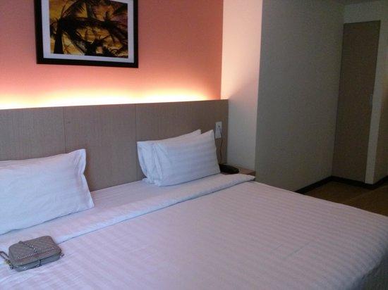 Sky Express Hotel Bukit Bintang: Nice king-size bed