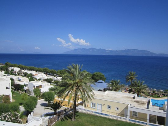 Dimitra Beach Hotel: Вид с балкона на море, справа - апартаменты, слева - бунгало