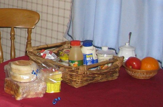 Alice's Cottages and Spa Hideaways : Some of the breakfast offerings.