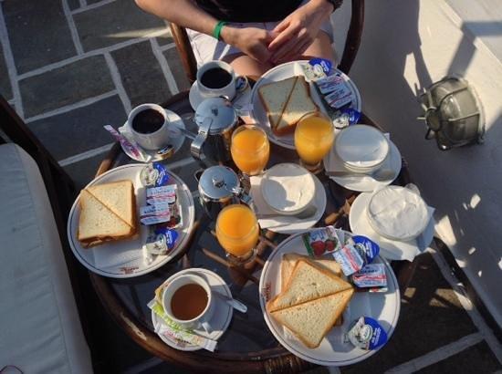 Kastro Suites Santorini: breakfast