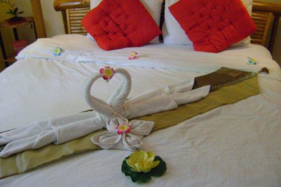 Kantiang Oasis Resort & Spa: Так красиво оформляют ваш номер ежедневно