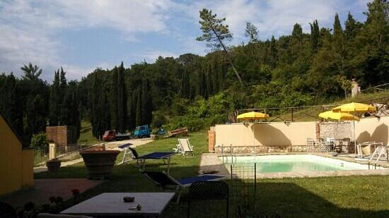 Hotel di sor Paolo: view from backyard