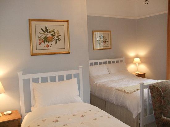 Newgate House: Twin Room