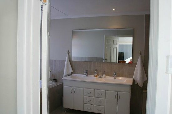 Ocean Dreams B&B : Bathroom in Luxury Suite