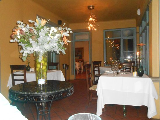 Monneaux Restaurant: One of the dining rooms