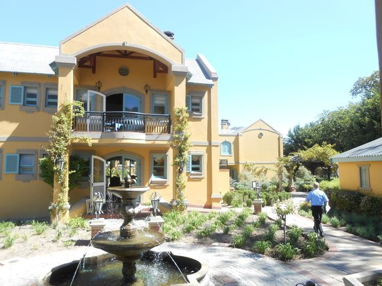 Franschhoek Country House & Villas: Breakfast room and lounge