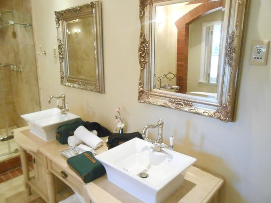 Franschhoek Country House & Villas : Our large bathroom