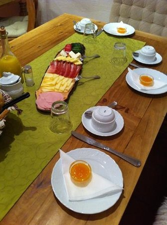 Haus Ditzer - Villa Theresia : Welltasting breakfast with a well informed and helpful host.