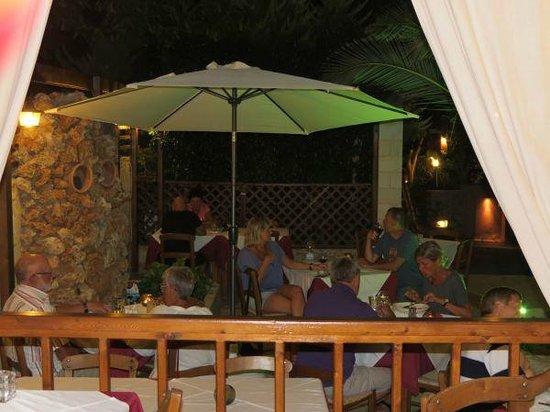 Nostos Restaurant: Nice atmosphere