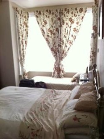 St Michael's Guest House: Room