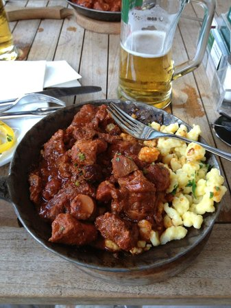 Cafe Einstein : Goulash and beer