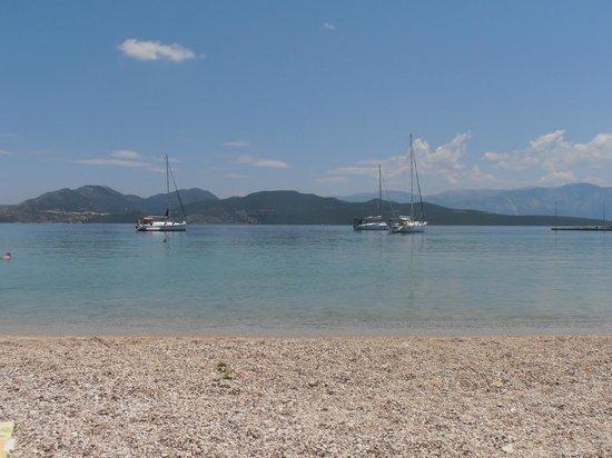 Hotel Eleana: Nikiana pebble beach