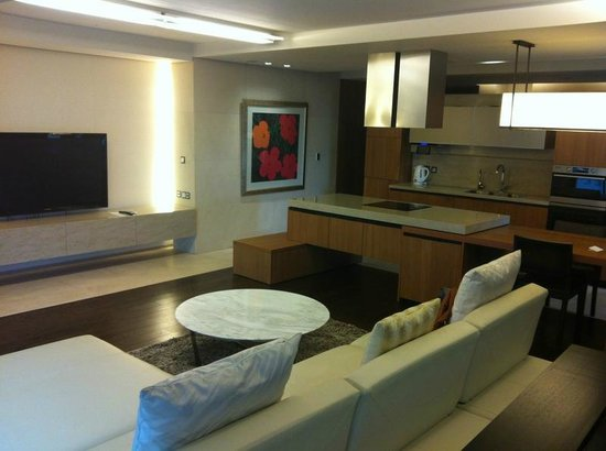 The Classic 500 Executive Residence Pentaz: Living Room With 50 Inch Tv