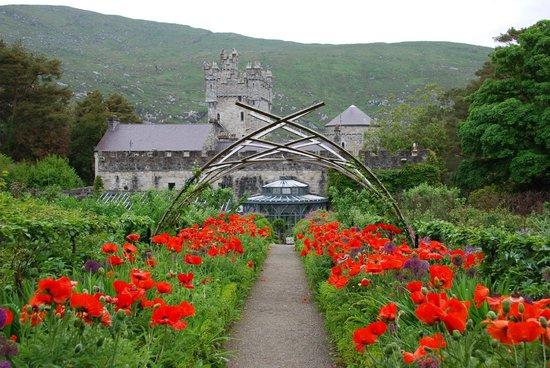 Κάστρο Glenveagh: Castello visto dai giardini