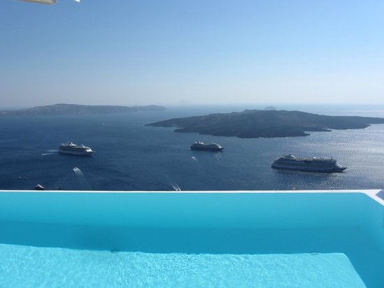 Cosmopolitan Suites Hotel: View from the pool