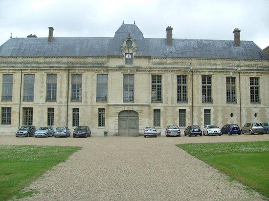 Chateau de Mery: Le château