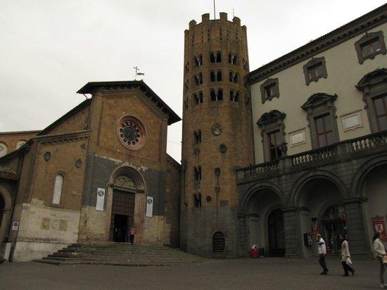 Chiesa di Sant'Andrea: facciata con torre
