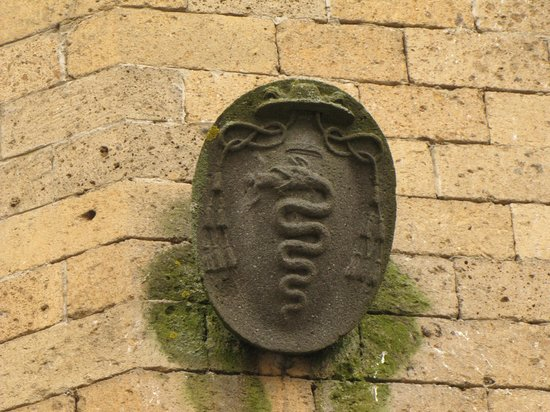 Chiesa di Sant'Andrea: particolare di stemma