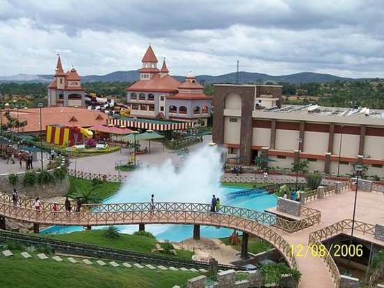 Wonderla Amusement Park: Water side