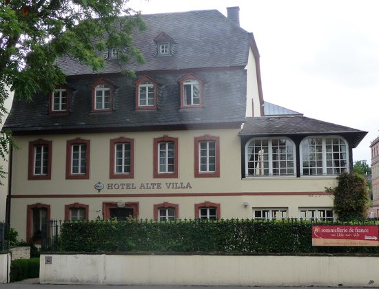 Hotel Alte Villa: View from the street.