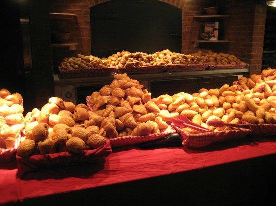 Disney's Hotel Cheyenne: Mounds of bread rolls and croissants! Breakfast buffet, Cheyenne.