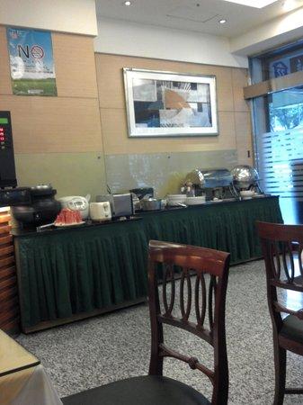 Shin Shih Hotel: 朝食バイキングの棚