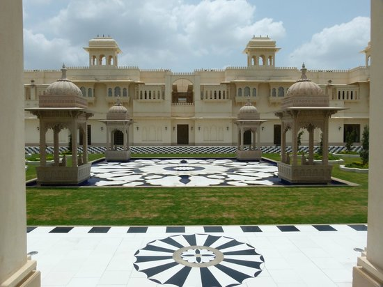 The Oberoi Udaivilas: Entrance to the Hotel