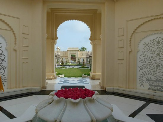 The Oberoi Udaivilas: Entrance