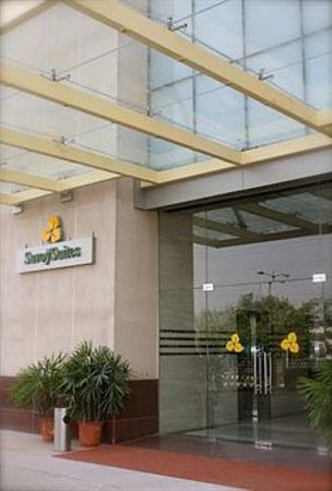 Savoy Suites Manesar: entrance