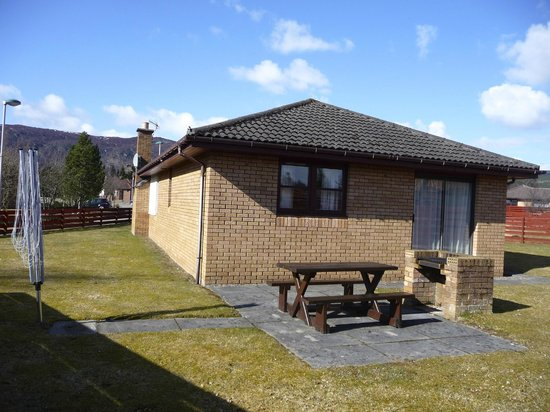 Silverglades Holiday Homes: back garden and barbecue