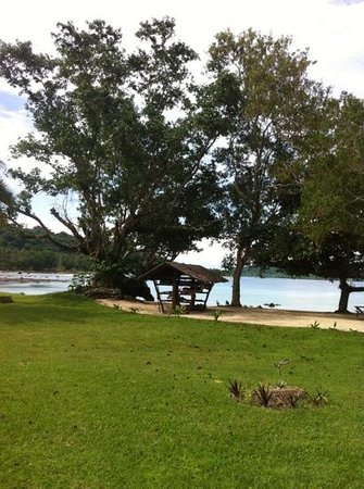 15 degrees South Beach Bar Velit Bay : kayaks and paddle boards in a traditional little hut! such a beautiful spot!!