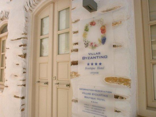 """Entrée de """"Villas Byzantino"""""""