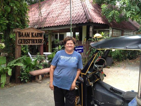 Baan Kaew Guesthouse: Lady Oan (Tuk Tuk) driver at BaanKaew