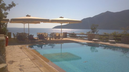Smyros Resort: The pool with the spectacular view