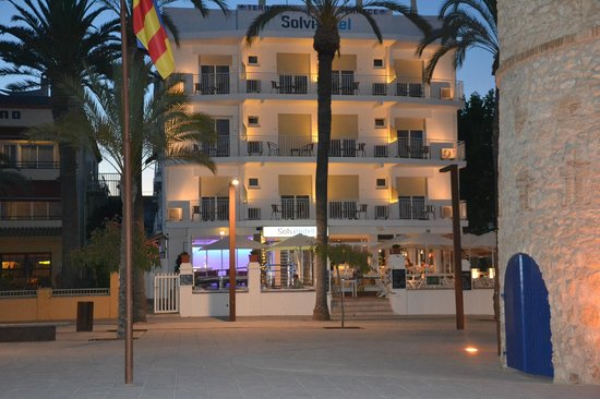 Hotel Solvi : Fachada del hotel