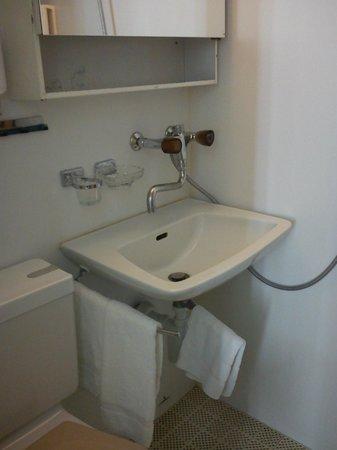 The Park-Garden Hotel at Mattenhof Resort: bathroom