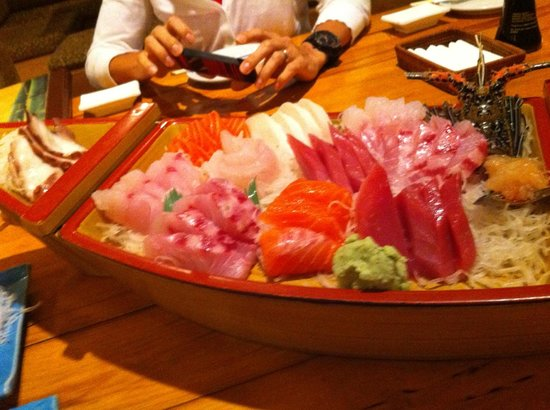 Take I Japanese Restaurant : лодка сашими