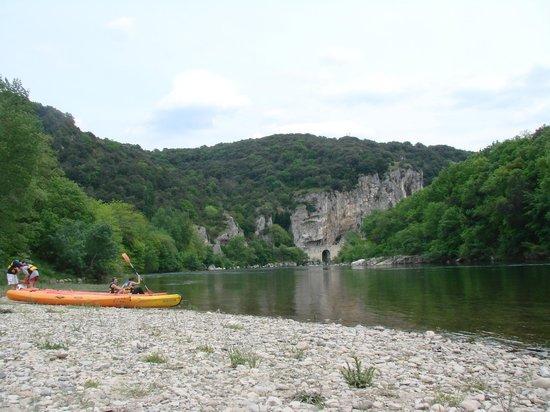 Camping Des Tunnels: départ des canoes du camping