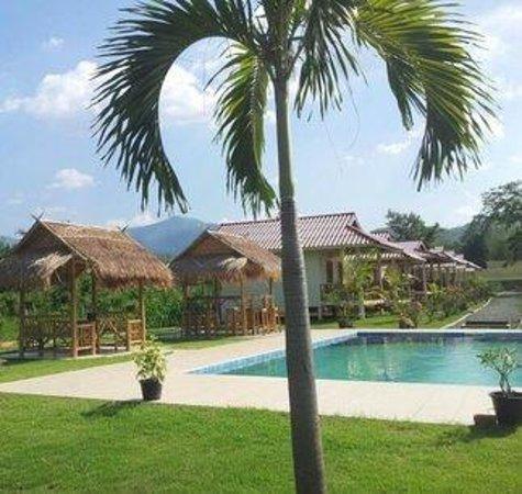 Smile Resort Chiangmai: Swimming pool
