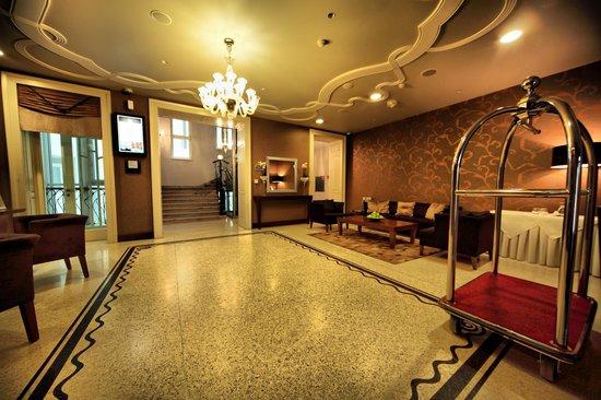 Tulip House Boutique Hotel: Reception