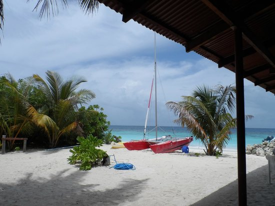 Velidhu Island Resort: One of the catamarans available to take out