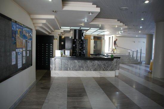 Santa Marina Beach Hotel : reception