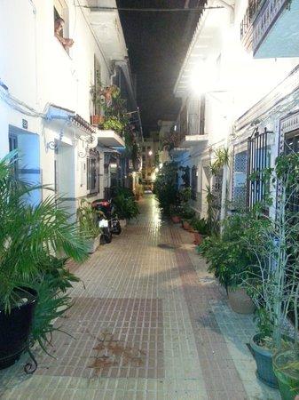 Hostal La Luna: In the street adjascent the hostel