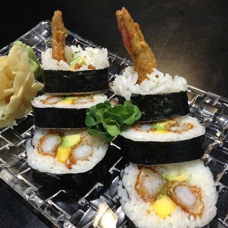 Raw sushi by Sodexo: Tempura maki with scampi, mango and avocado. Our bestseller!