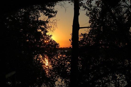 Xugana Island Lodge: Le lever du soleil vu de la terrasse de la chambre