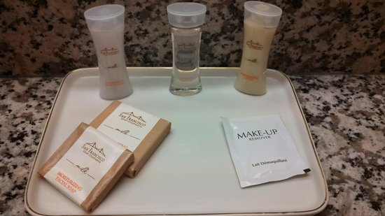 Howard Johnson Inn Lexington: toiletries