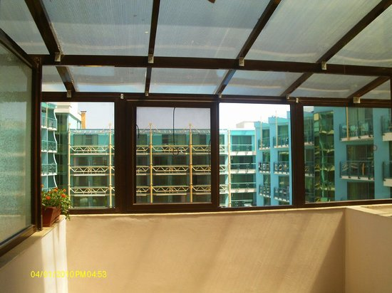 Bisser Holiday Apartments: greenhouse for a balcony