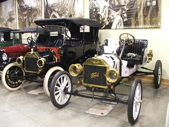 Model T Ford Museum : SHOWROOM PERFECT
