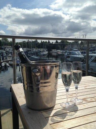 The Boathouse Bar & Restaurant : Bottle of Prosecco in the sunshine