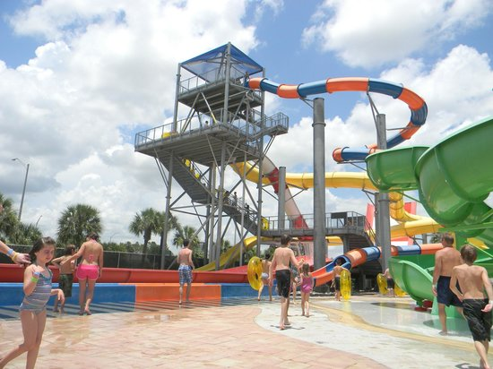 Coco Key Hotel and Water Park Resort : Great set of water slides